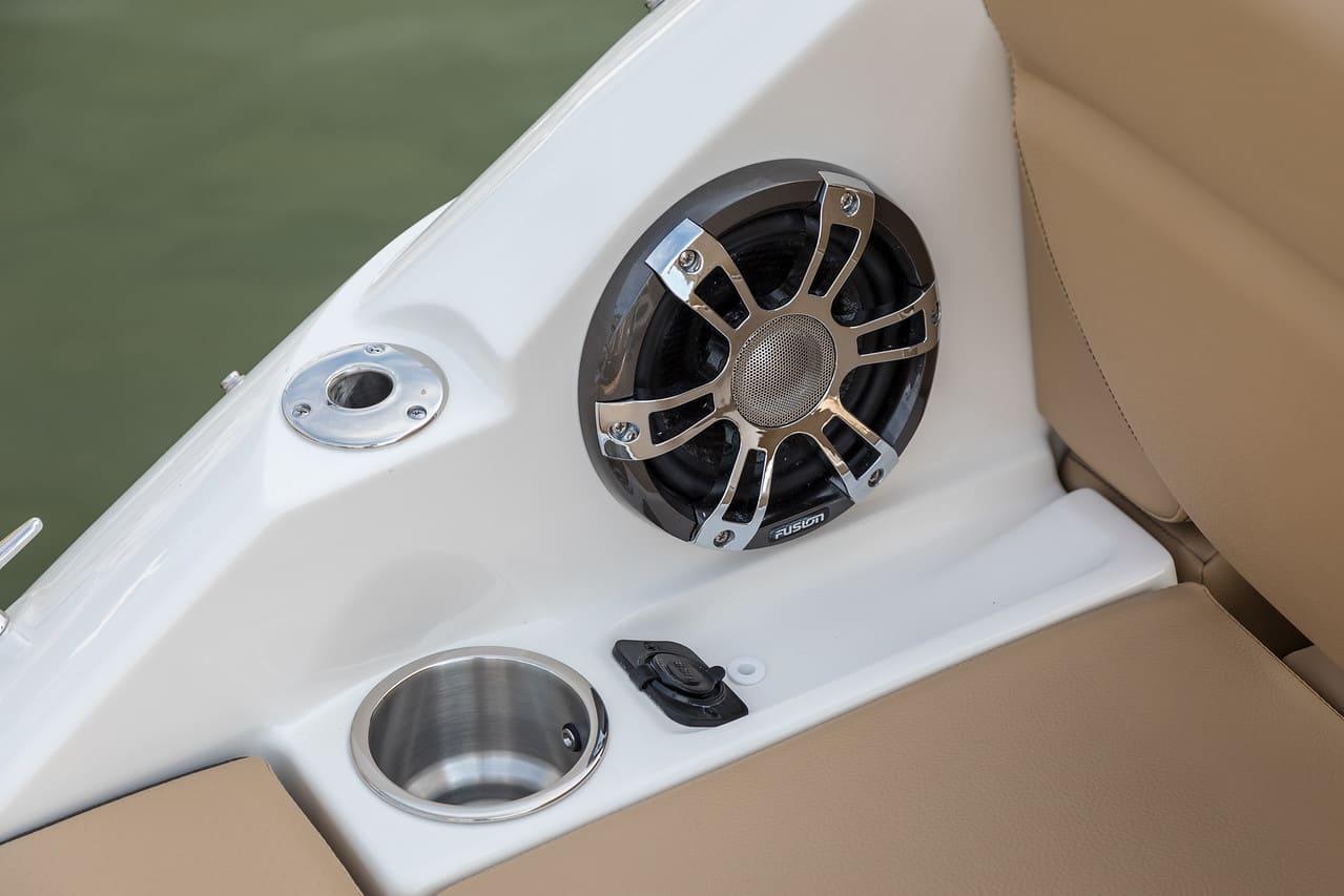 Sea Ray SDX 250 Hors Bord haut parleur
